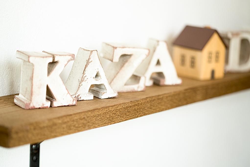KAZA DESIGNロゴのオブジェ