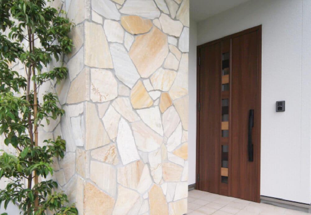 天然石やタイルを施した外壁・玄関