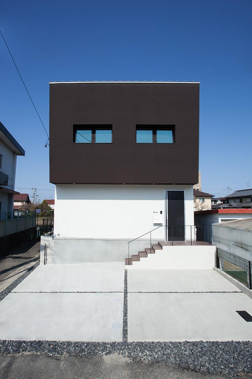 ななめ壁の家