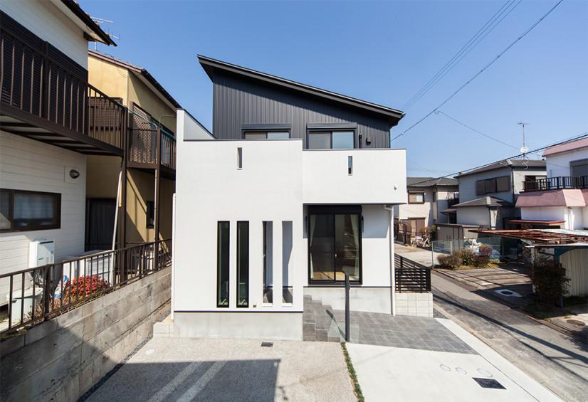 光こぼれるスリットデザインの家