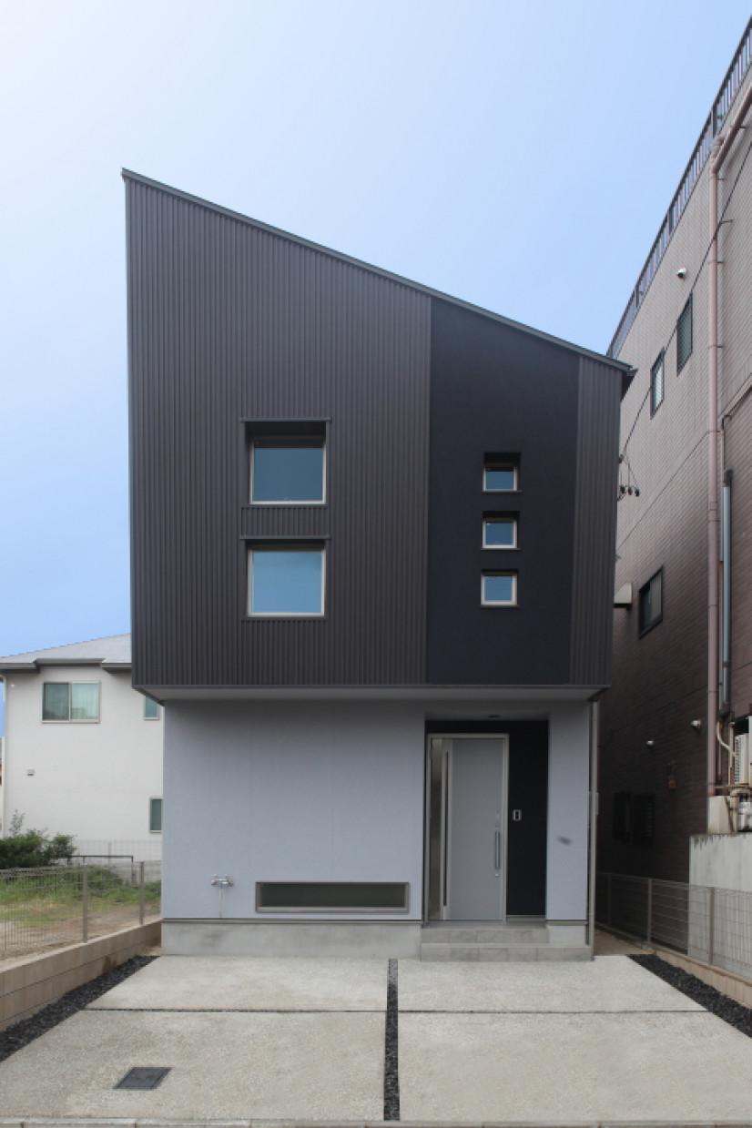 ナナメ黒ガルバの家
