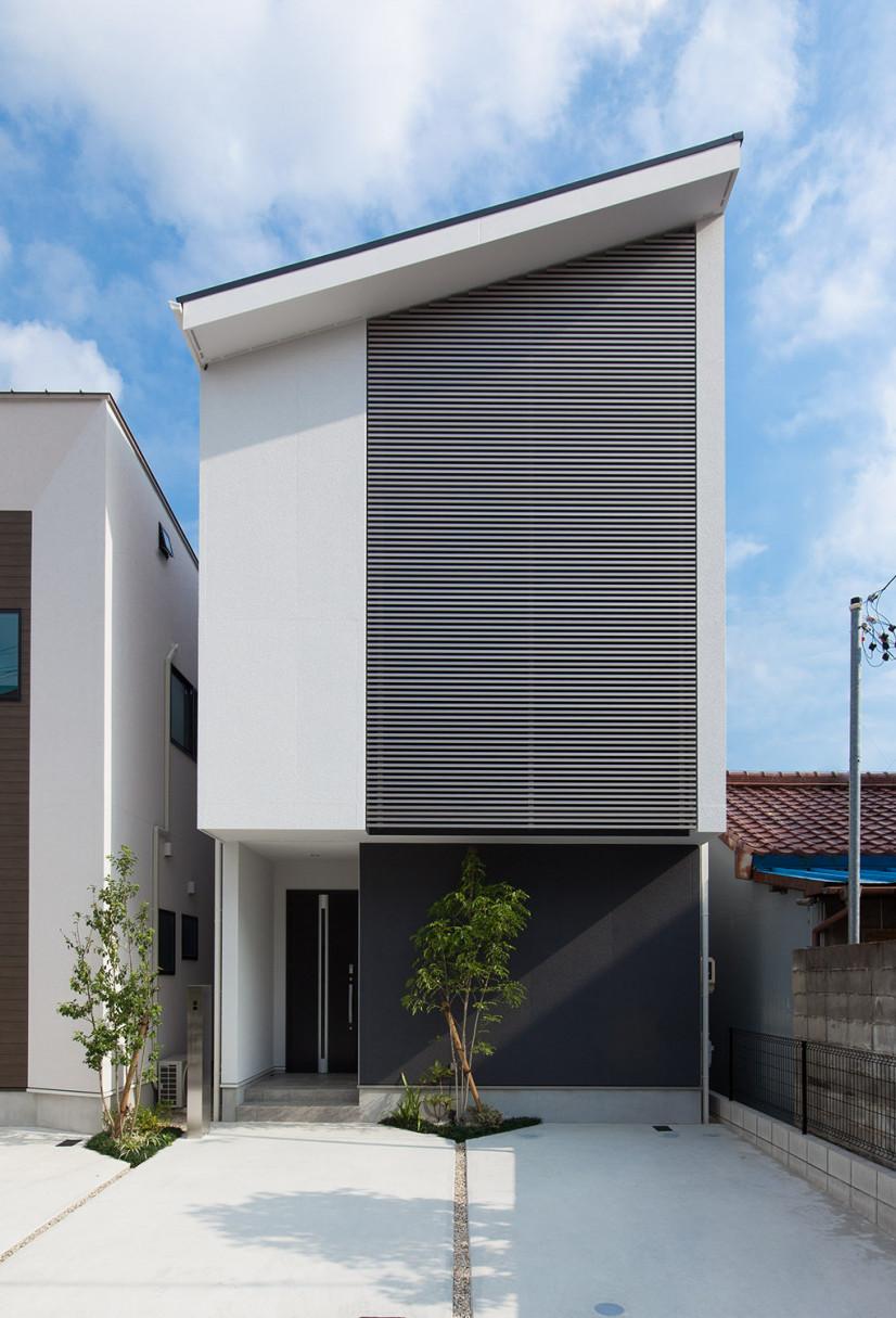 メタリックブラインドの家
