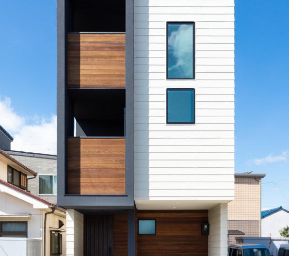 三階建て吹抜けのある家