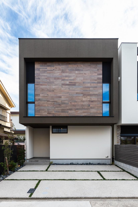 木目デザインがお洒落な家