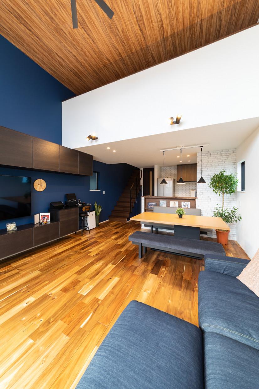 ソリッドデザインの家