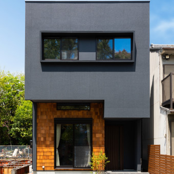 重なる空間の家